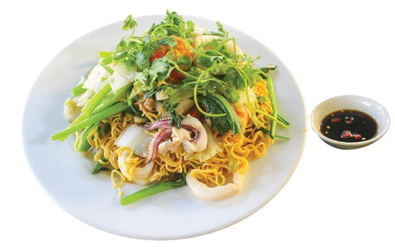 Mì tôm xào hải sản - món ngon hấp dẫn dành cho các tín đồ hải sản
